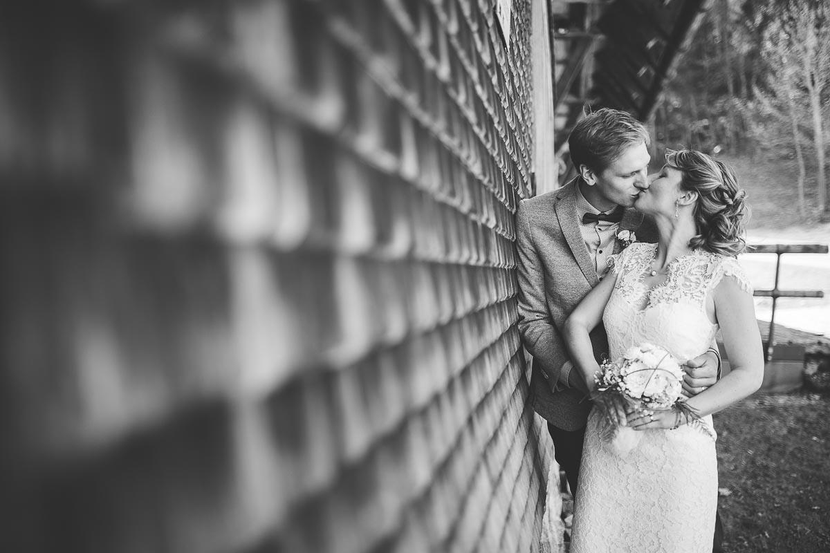 Hochzeitsfotograf Dominik Sackmann - lichtwerk Foto Video Grafik - Freiburg, Kirchzarten, Dreisamtal - Hochzeit Hinterzarten Kuss