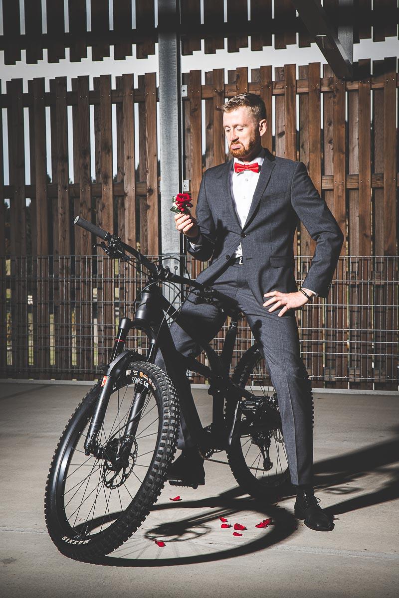 Hochzeitsfotograf Dominik Sackmann - lichtwerk Foto Video Grafik - Freiburg, Kirchzarten, Dreisamtal - Hochzeit Fahrrad