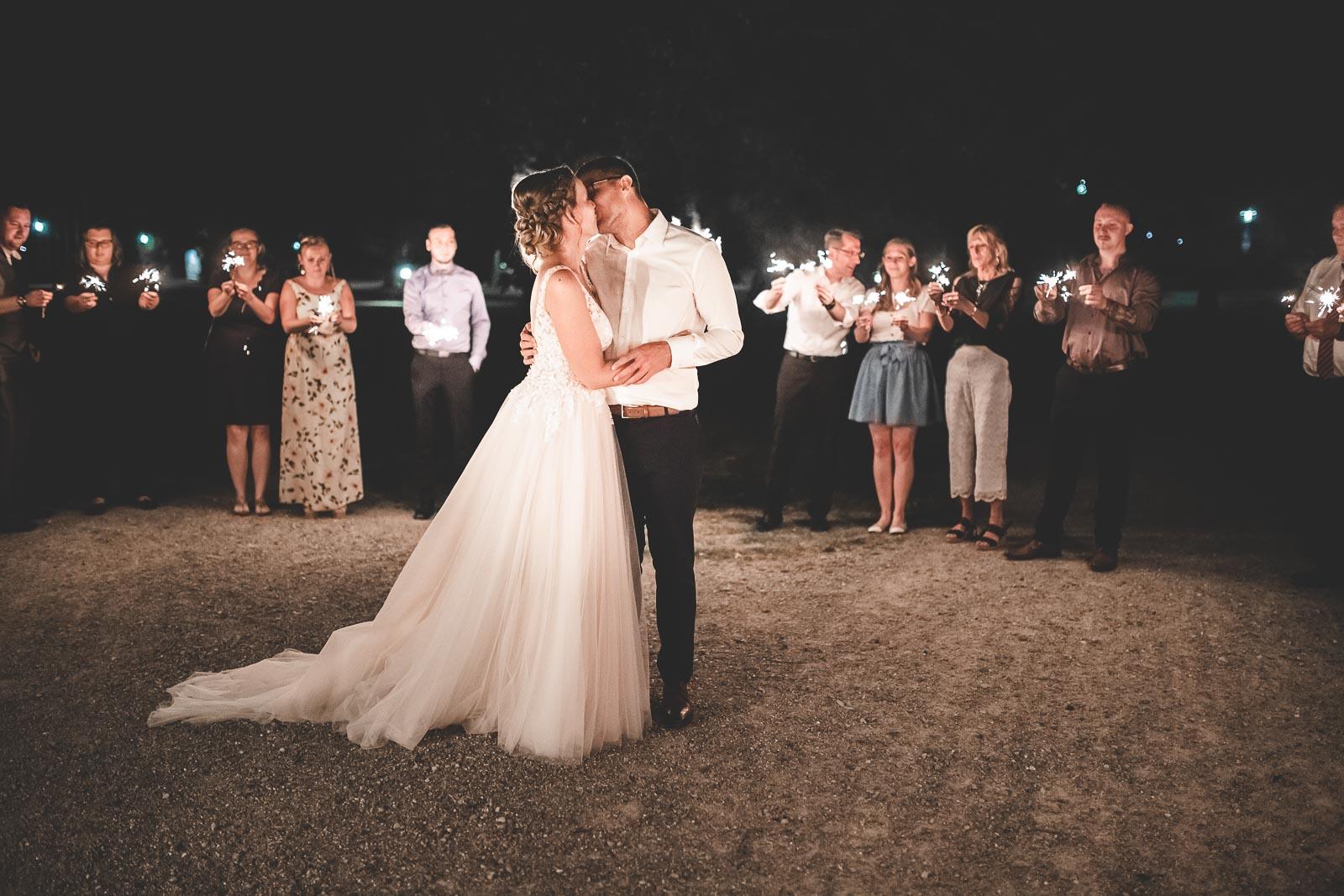 Hochzeitsfotograf Dominik Sackmann - lichtwerk Foto Video Grafik - Freiburg, Kirchzarten, Dreisamtal - Hochzeit Nacht Kuss